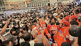 香港全城声讨机场暴徒,立即自首!