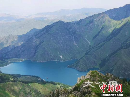 天山天池遊客激增 景區多項措施保障遊客體驗