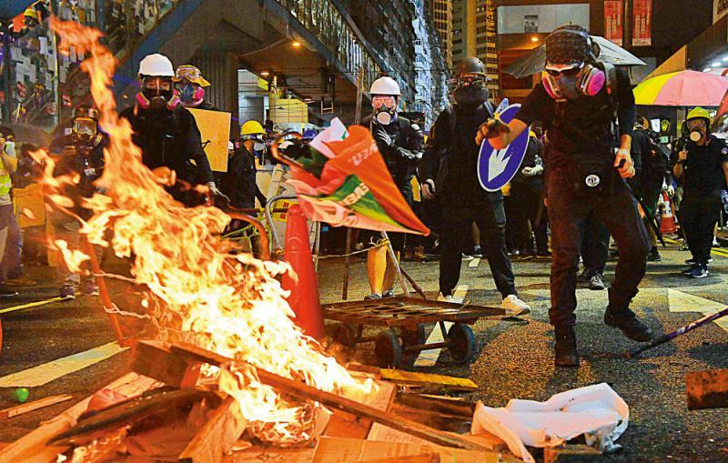 停暴力\停止一切掟汽油弹、纵火、掟砖等暴力衝击行为\衝击断送前途 值得吗?