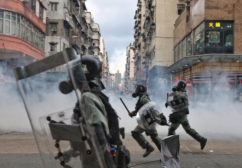 """?郑若骅:深信香港警方能力 检控工作无""""叩头""""无受压"""