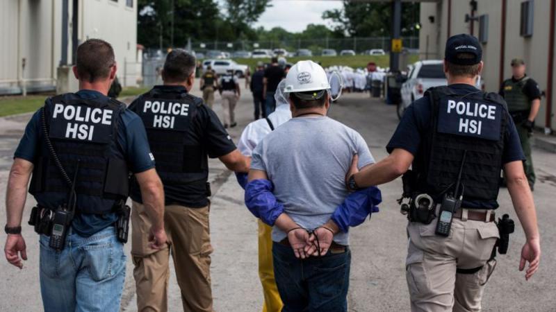 紐約示威者堵路 警捕百人