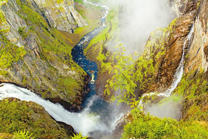 ?哈当厄尔峡湾 穿越峭壁与大瀑布