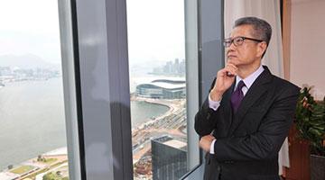 专访财政司司长陈茂波:止暴稳经济 抗超强台风
