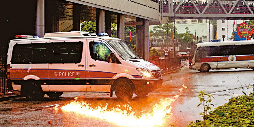"""狂徒公然践踏国旗宣""""独"""" 企图以暴力掠夺香港管治权"""