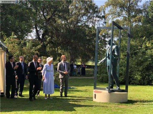 南京向丹麦赠送辛德贝格雕像