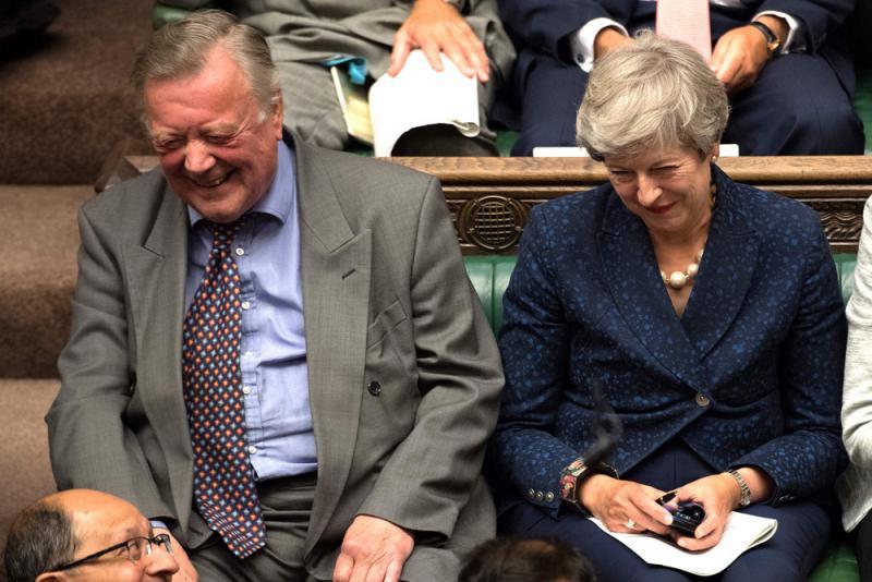 ?低调重回议会