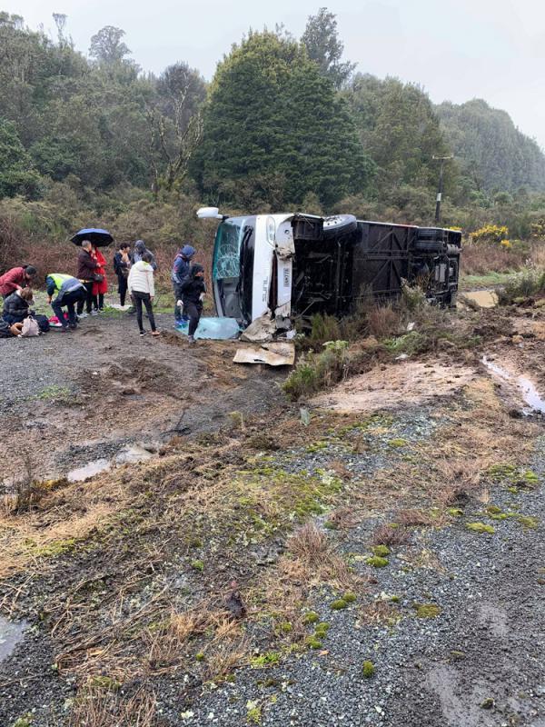 ?旅遊大巴翻侧 五中国遊客魂断新西兰