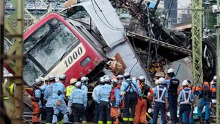 ?日横滨列车撞货车酿1死35伤