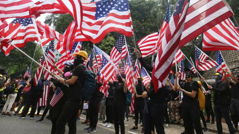 ?社 评\汉奸们何不滚出香港去美国
