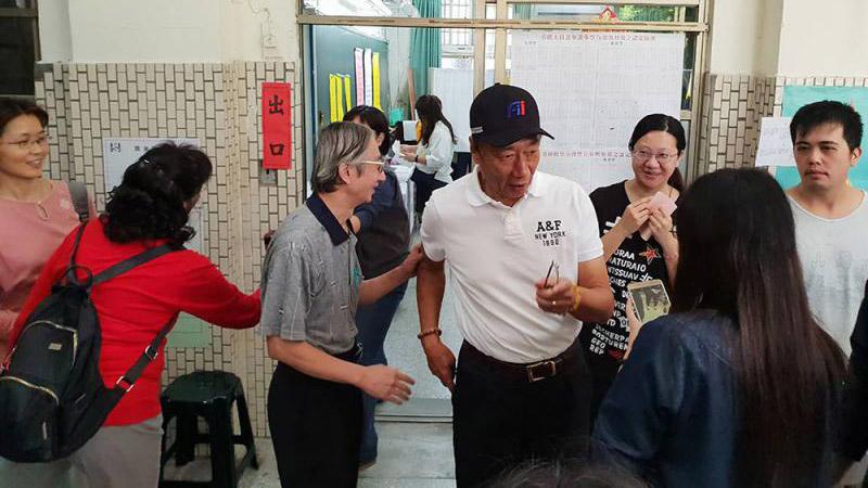 郭台铭否认中秋节退党:宣布参选之前不会发生