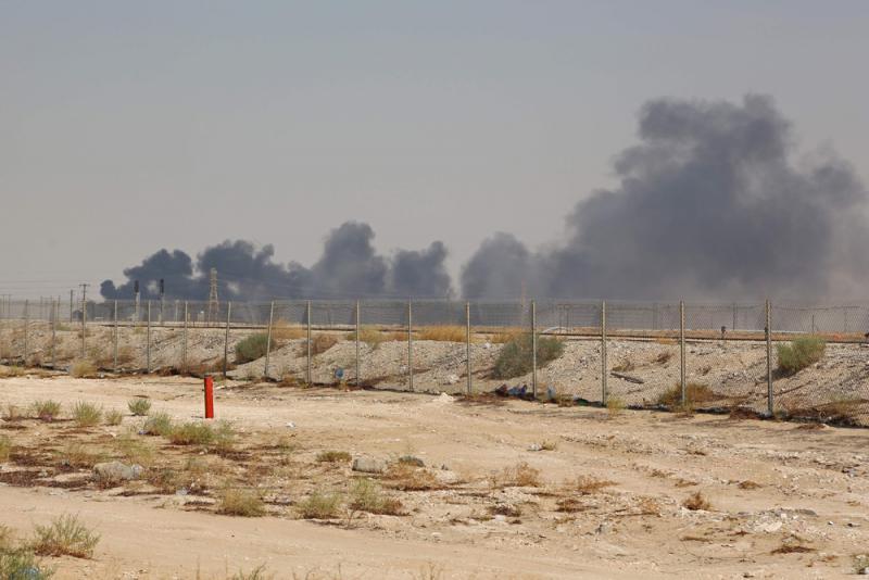 ?沙特油厂遇袭 美伊剑拔弩张
