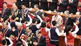 """""""共和国勋章""""首颁发 建议表彰八人"""
