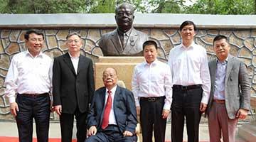5月24日 爱国楷模曾宪梓雕像圆明园揭幕