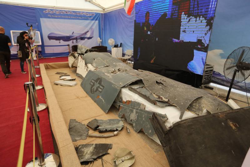 """?伊朗展出美国""""全球鹰""""无人机残骸"""