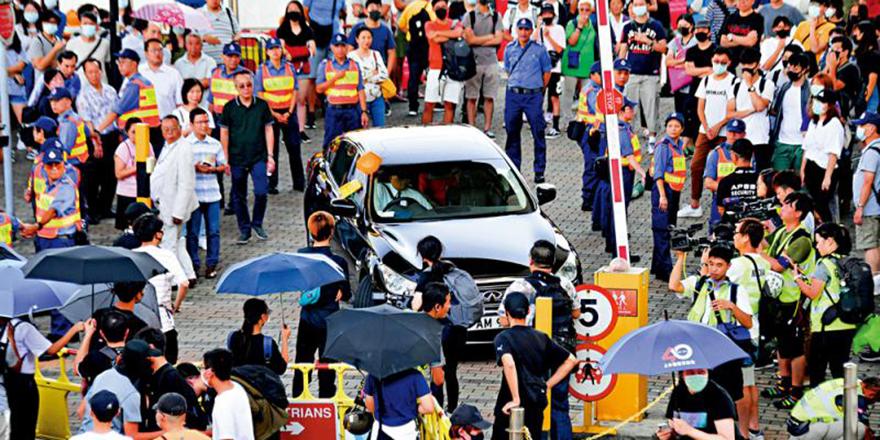 阻建对话平台推香港入死路 暴徒瘋狂追袭聂德权