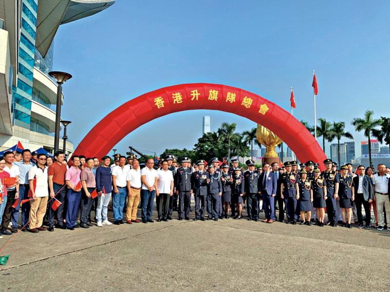 喜迎70周年國慶 學生莊嚴升國旗