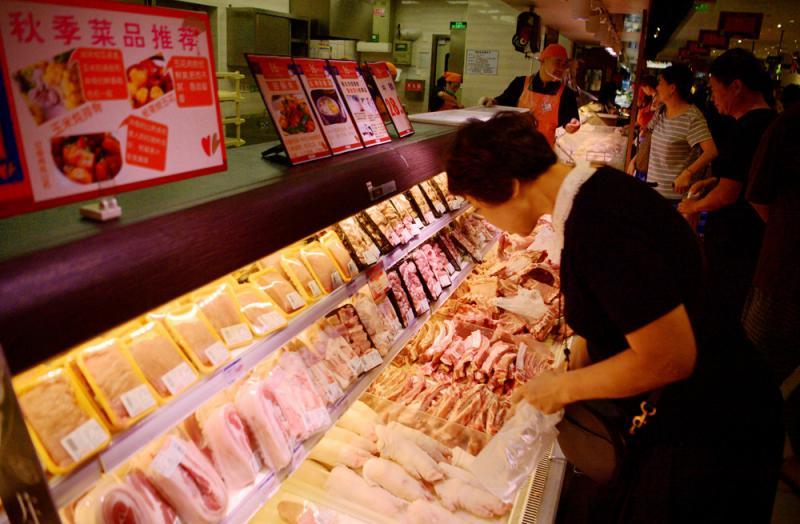 商務部會同相關部門向市場投放中央儲備豬肉10000噸