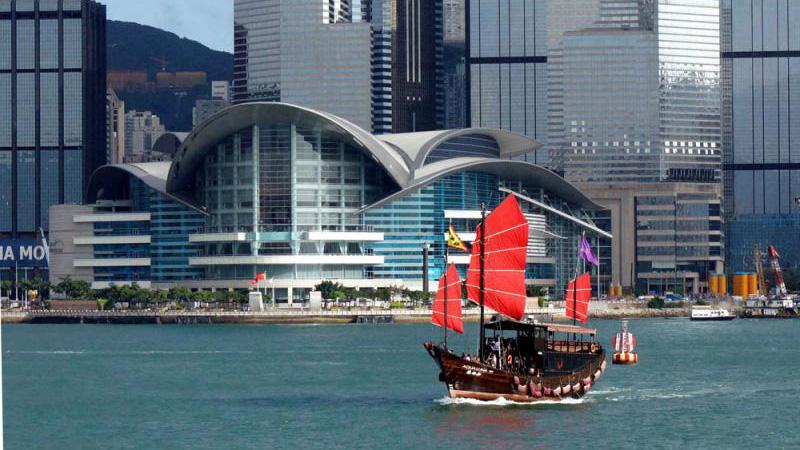 ?社 评\伟大祖国更加富强 香港明天更加美好