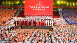 广东7000人合唱 共庆祖国华诞