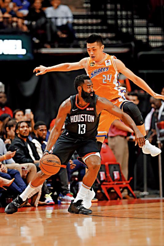 ?NBA季前赛\火箭季前赛大胜上海大鲨鱼