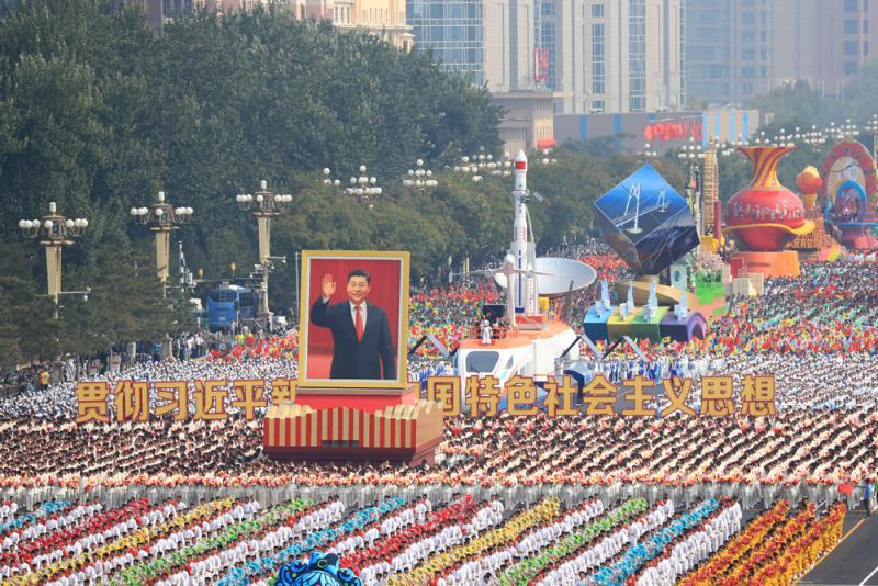 ?十万群众巡遊 共享繁荣盛世