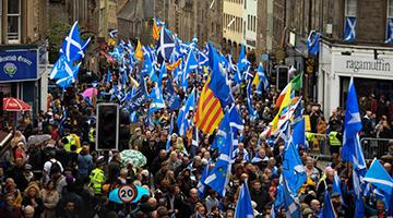 蘇格蘭逾20萬人游行 要求再辦獨立公投