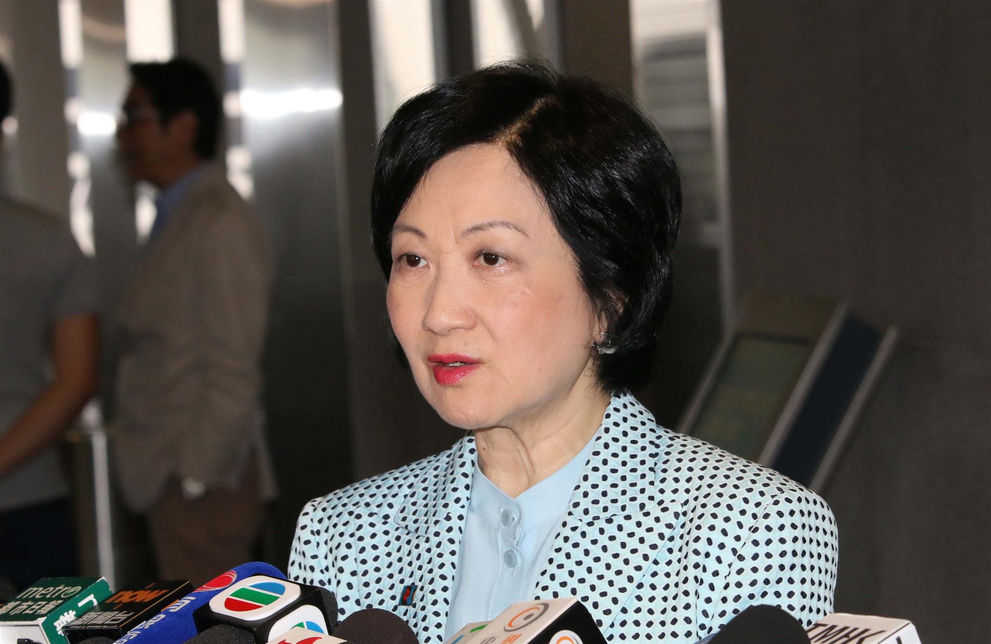 葉劉淑儀:不少學生違《禁蒙面法》被控 反映教育不足
