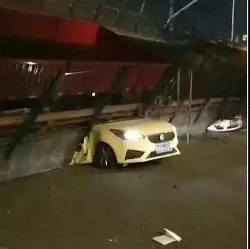 无锡高架桥坍塌三车被压