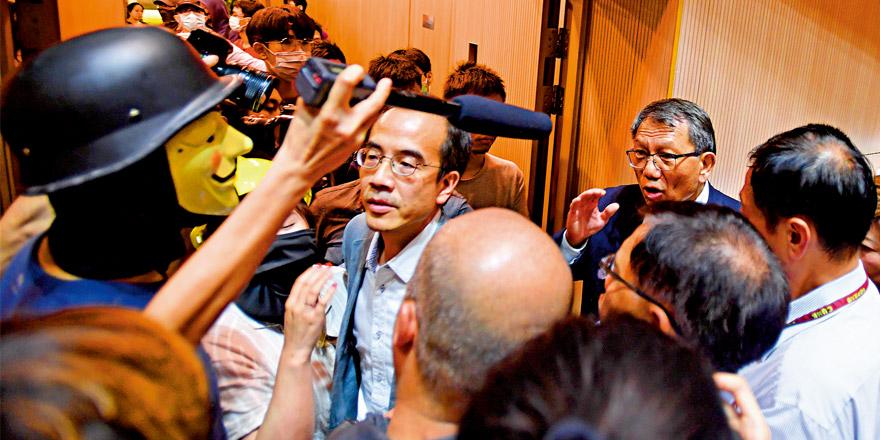 香港中大暴力升級 逼校長譴責警隊