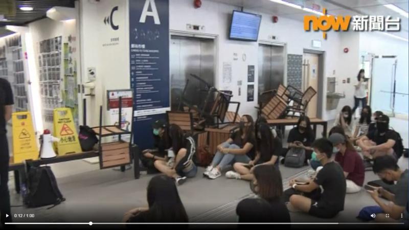 公大学生堵校园 逼校长谴责警方