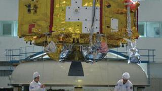 中国火星探测器露真容 明年发射