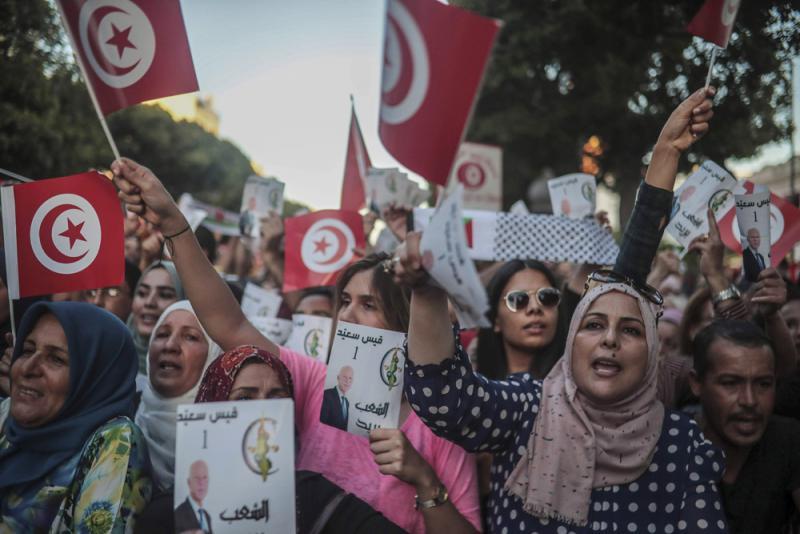 突尼斯大选 两政治素人对决\法学教授vs媒体大亨 经济安全问题棘手