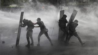 ?智利骚乱酿15死 总统推改革息民怒