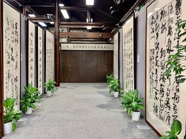 天一华珍·中国书法大家宁波展开幕 献礼中华人民共和国成立七十周年