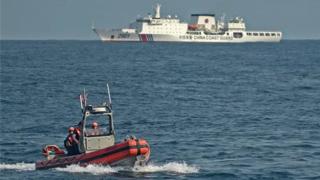 ?美舰闯黄海 华万吨海警船近距离监视