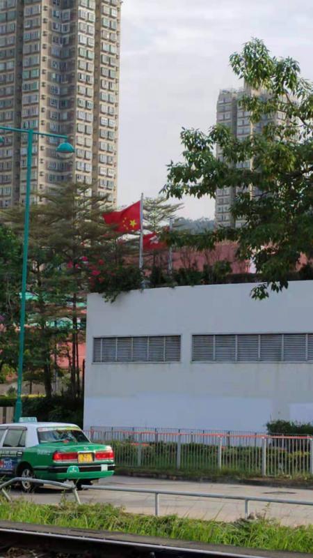 ?屯門法院擺烏龍倒掛國旗