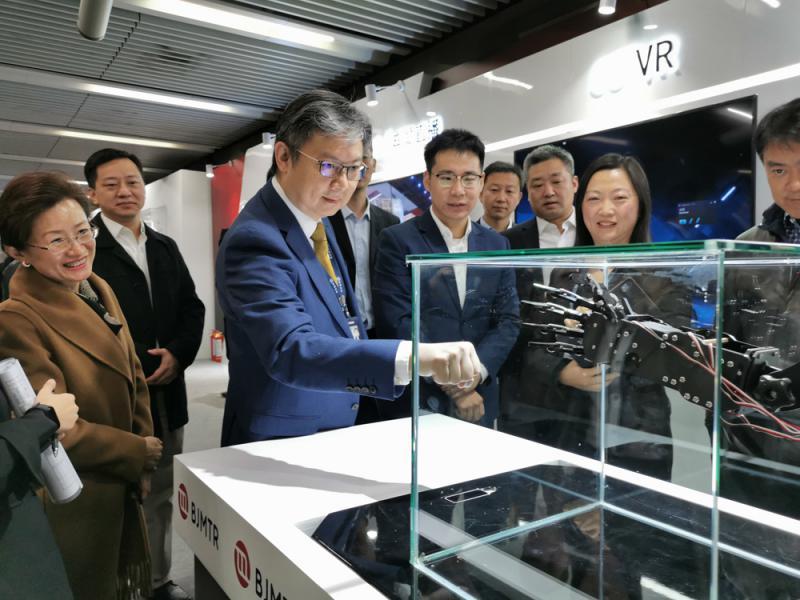 ?京港地鐵體驗5G+AR人臉識別