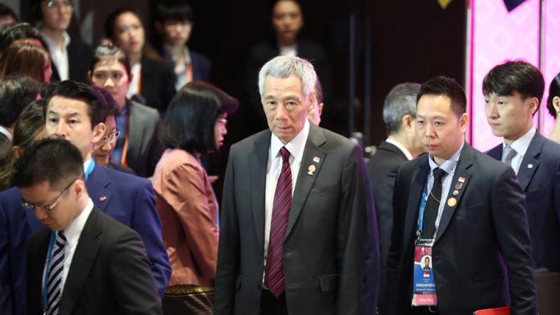 """李显龙:香港须在""""一国两制""""框架下寻解法"""