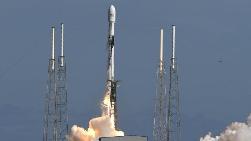 """推进""""星链计划"""" SpaceX再送60小卫星升空"""