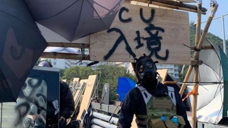 ?香港中大沦为暴徒巢穴 筑堡垒建山寨