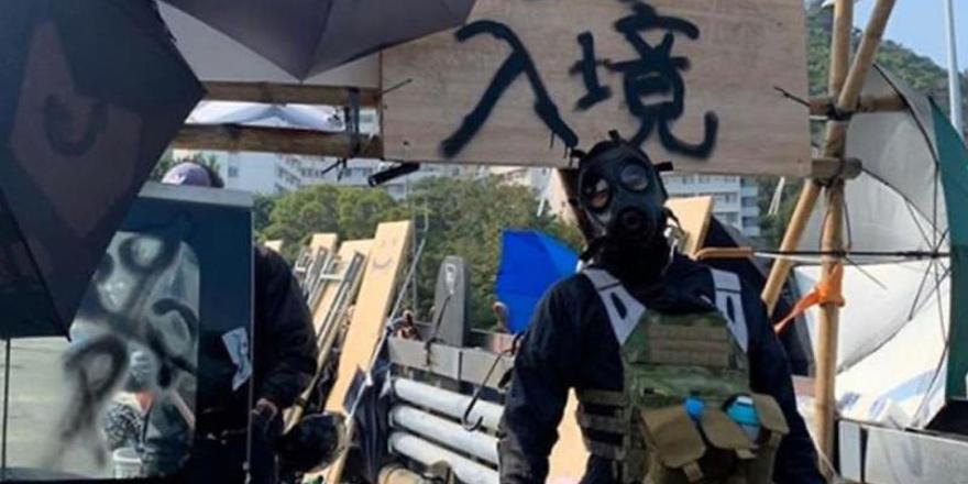 香港中大沦为暴徒巢穴 筑堡垒建山寨