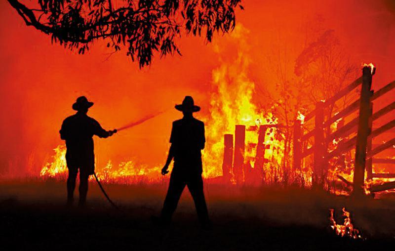 ?澳洲东西两岸遭山火夹击