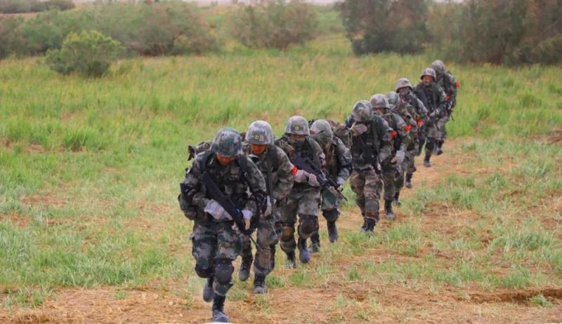 ?摆脱千人包围 中国侦察兵扬威国际