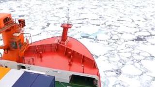 """平稳行驶!""""雪龙2""""号首次进入南大洋浮冰区"""