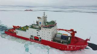 """?科考""""雙龍""""南極外圍破冰前行"""