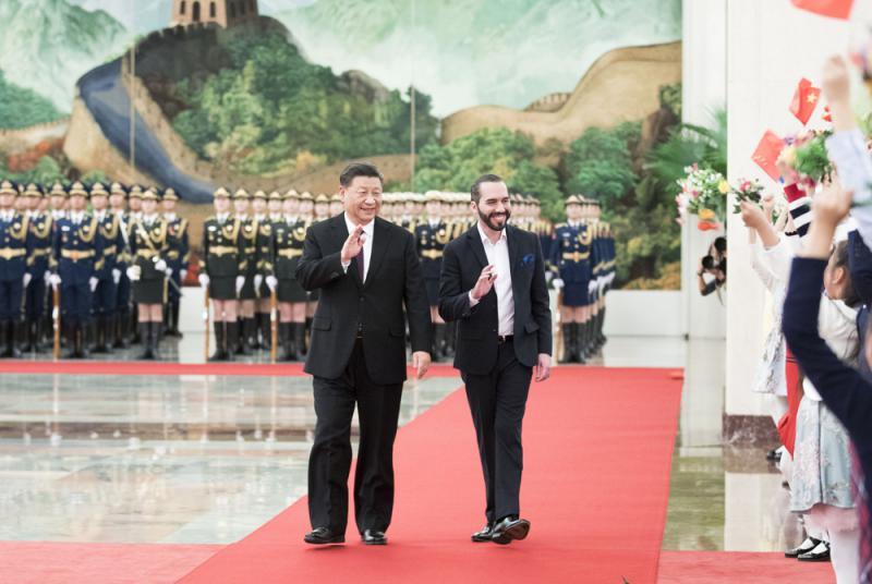 """习近平晤萨总统 欢迎共建""""一带一路"""""""