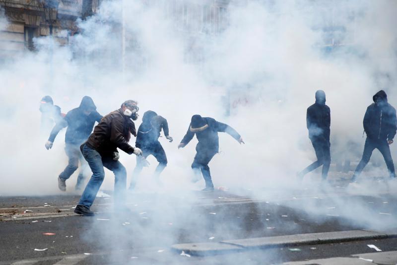 法示威爆衝突 警清场拘逾150人