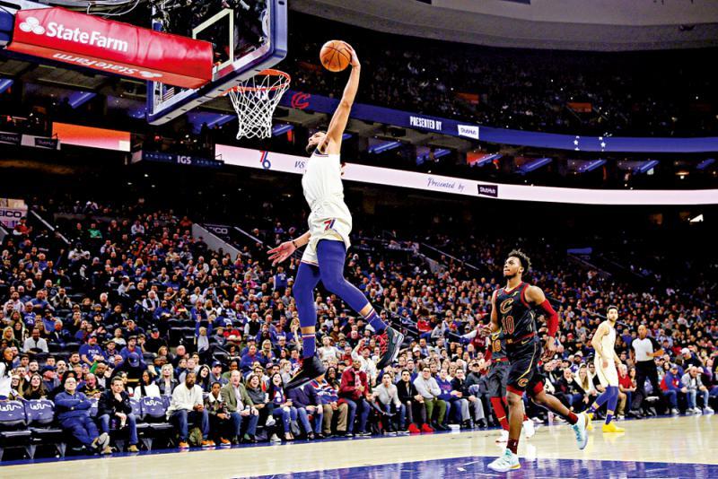 ?美国职业篮球联赛\宾史蒙斯助76人大胜骑士