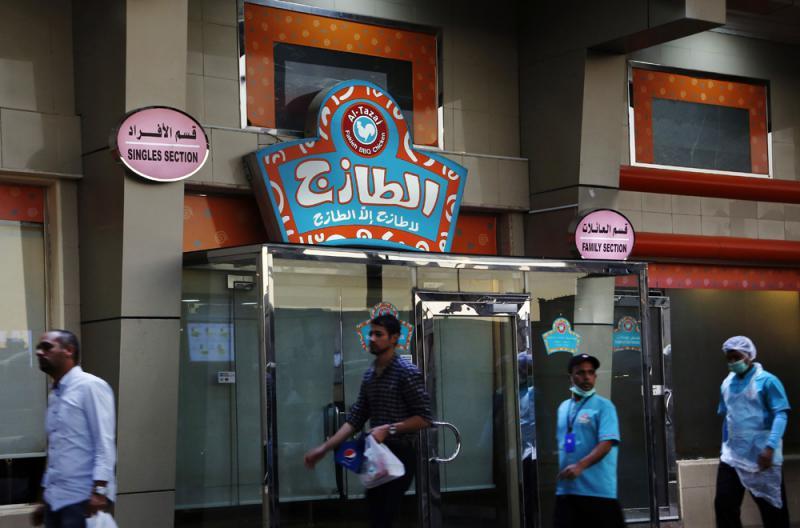 ?沙特废除餐厅分设男女入口限制