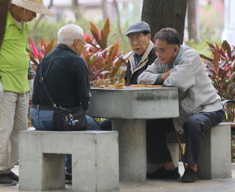 人均寿命近85岁 港人最长寿 生活水平第四